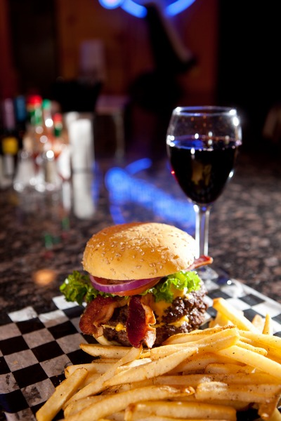 Double_bacon_cheeseburger_with_red_wine-resized-600.jpg