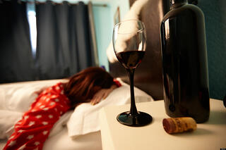 o-ALCOHOL-SIDE-EFFECTS-DRINKING-SLEEP-SLEEPING-facebook.jpg