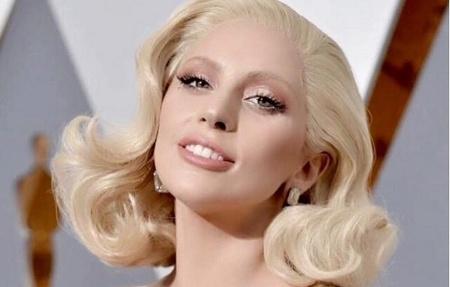 Lady_Gaga-926082-edited.jpg