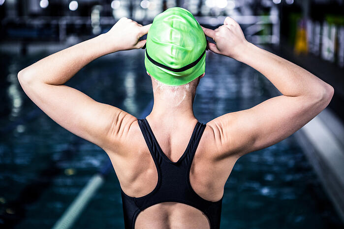 Portrait of swimmer woman about to dive into swimming pool