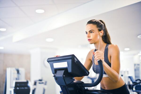 Young woman getting her cardio workout