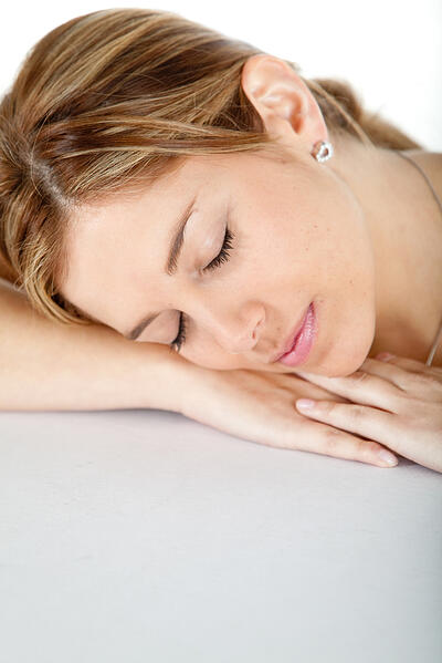 casual woman sleeping and leaning on her hands.